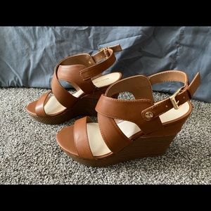 BRAND NEW Marc Fisher Wedges. Women's 10